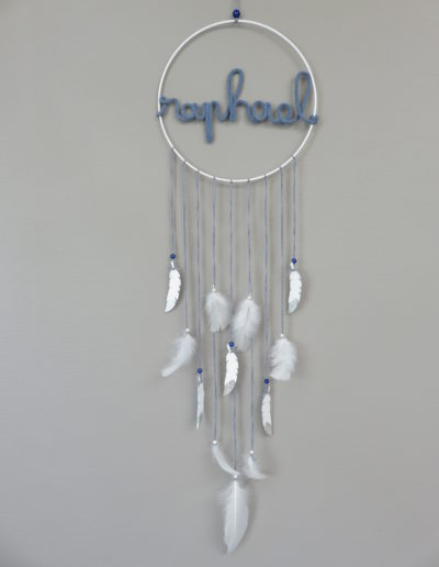 chinook spirit attrape reve bois plumes peintes prenom personnalise garcon fil laine tricotin