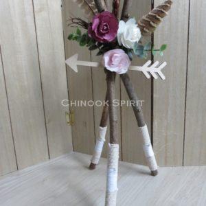 Tipi nature bois plumes fleche fleurs chinook spirit