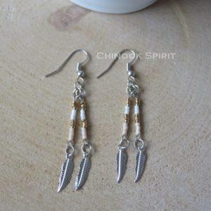 boucles oreilles dore argente plume perles indien metal chinook spirit