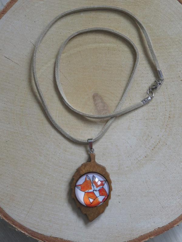 collier feuille bois 2 renards cuir chinook spirit