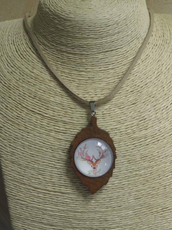 collier feuille bois biche cabochon chinook spirit