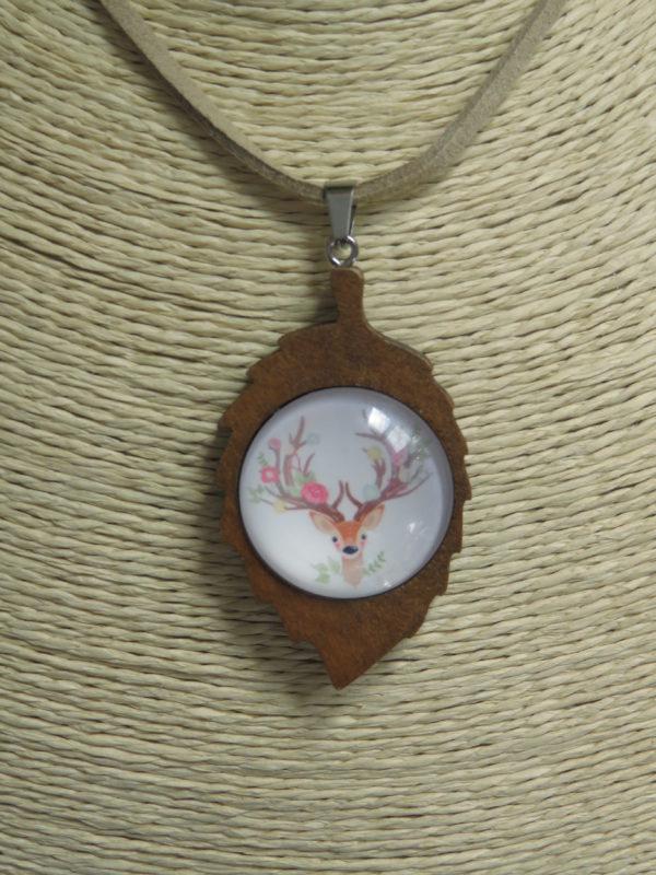 collier feuille bois biche cuir cabochon chinook spirit