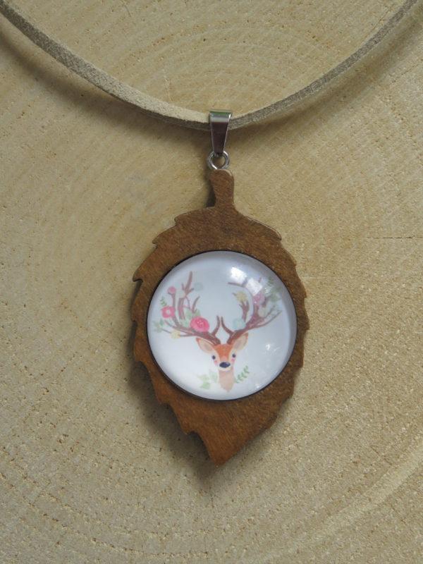 collier feuille bois biche fleurs cabochon cuir chinook spirit