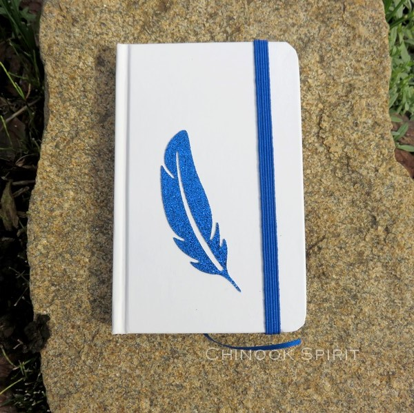Carnet blanc plume bleue haut chinook spirit 4821