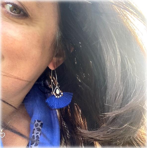 Boucles Oreilles bleu nacre pompon Chinook Spirit 7710