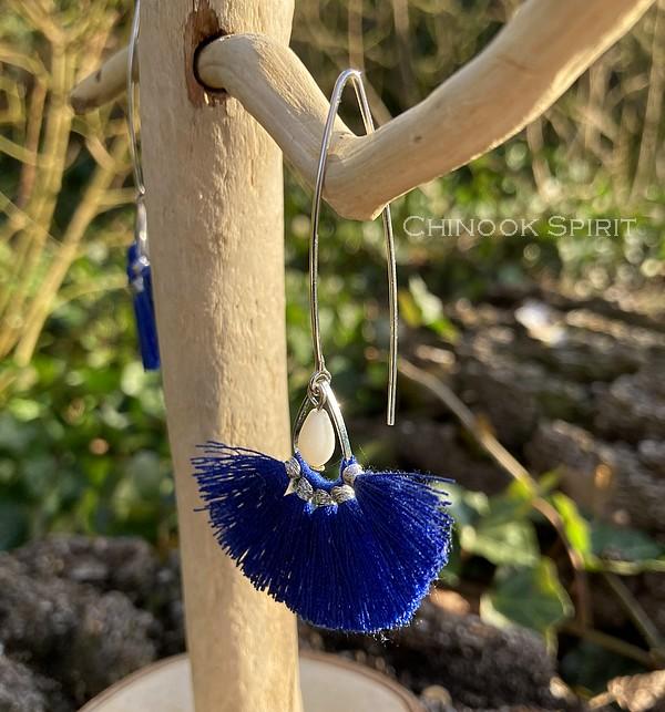 Boucles Oreilles bleu nacre pompons Chinook Spirit 7629
