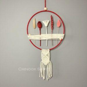 06 Attrape reves fleurs sechees macrame fruits rouges Chinook Spirit